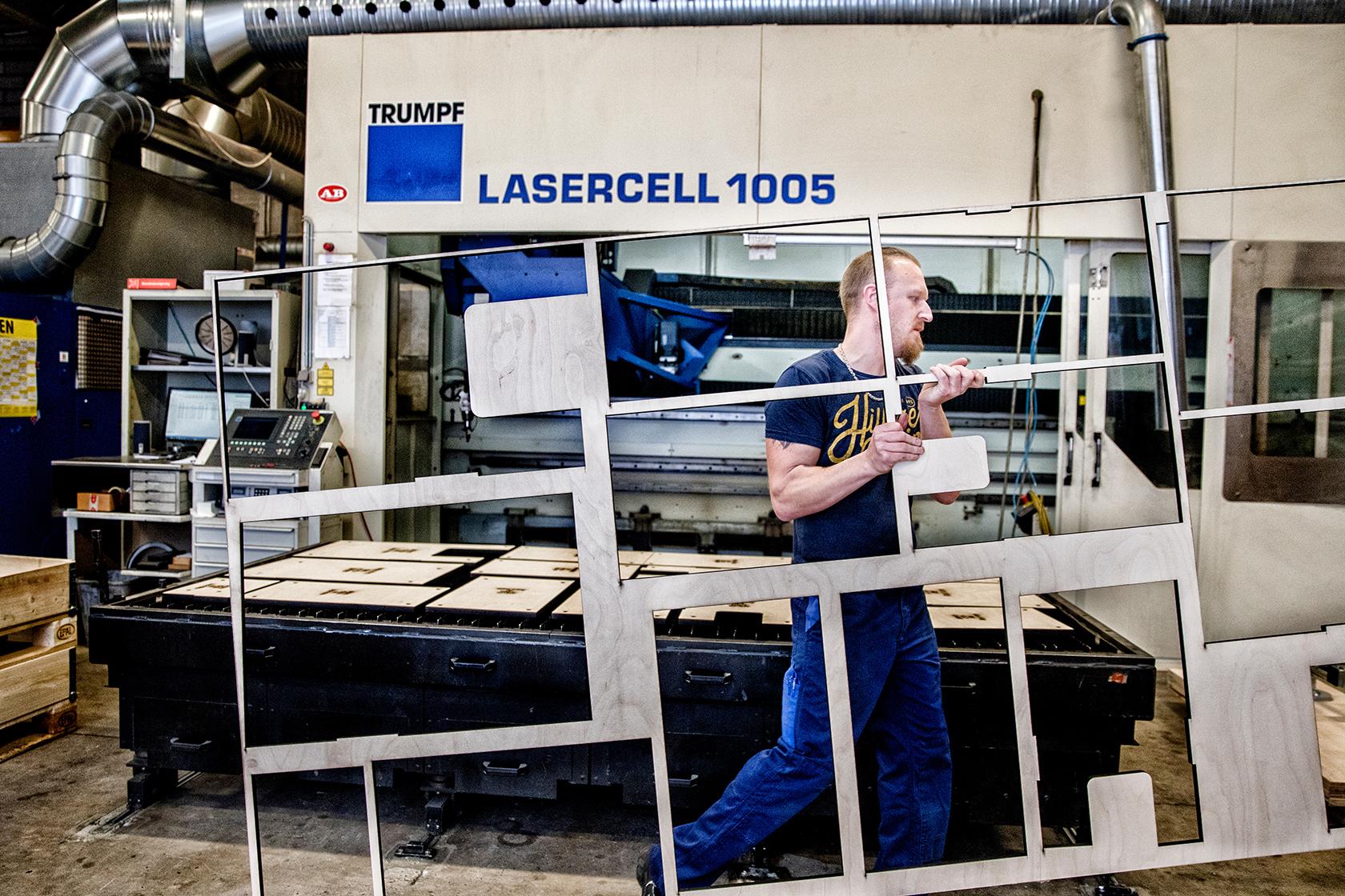 Laserskæren er den mest udfordrende maskine vi har, fordi det er den, der kan mest, siger Ivan Olsen.