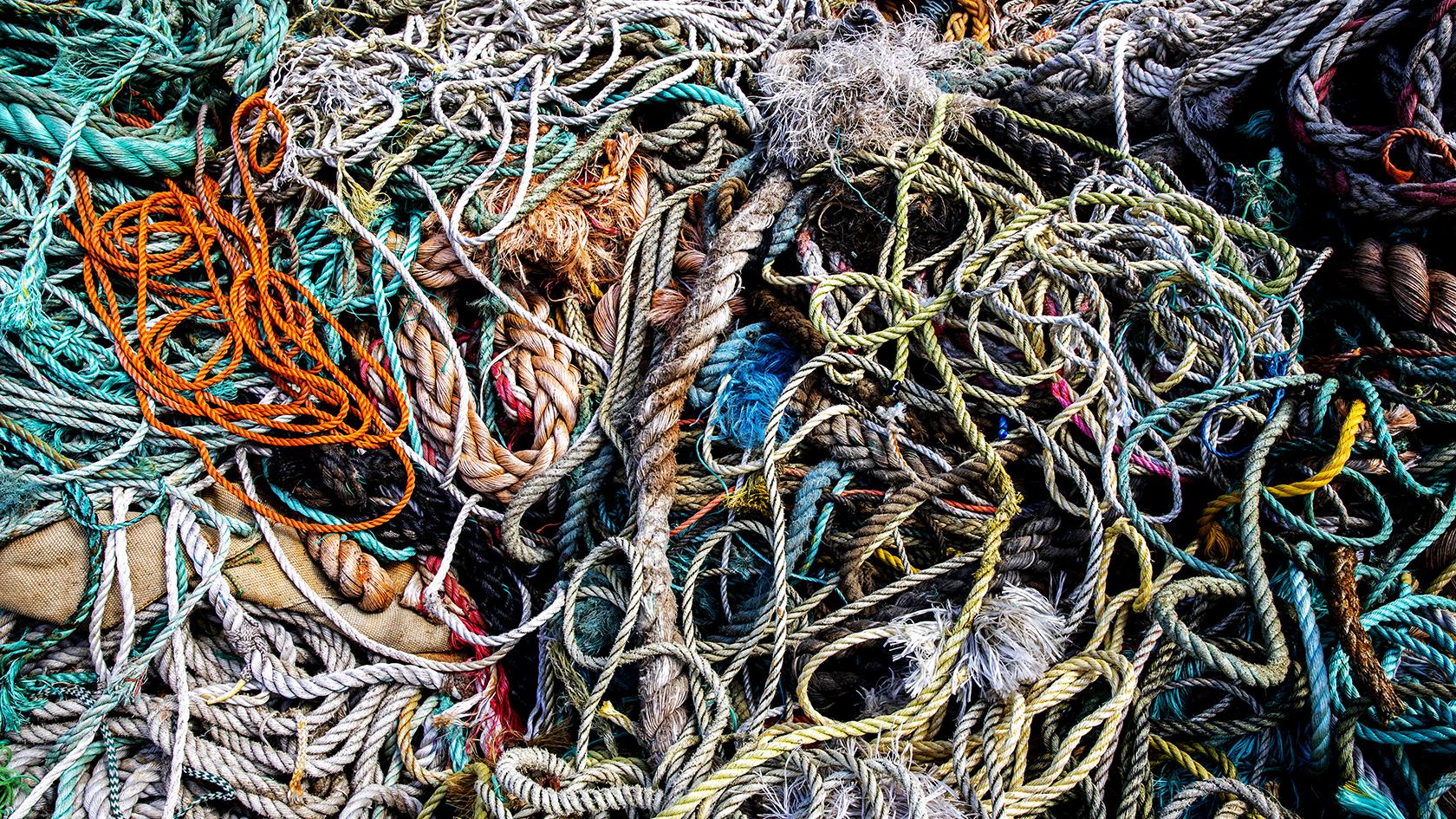 Slidte, defekte og udtjente fiskenet omdannes til plastgranulat istedet for at blive smidt på landdeponi.