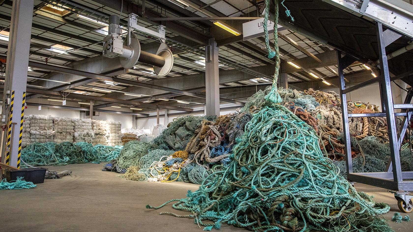 Processen starter med en grovsortering af fiskeudstyret i plasttype. Indtil videre har Plastix fundet 700 forskellige kombinationer.